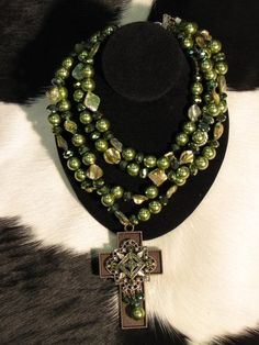 chunky necklace with cross pendant-
