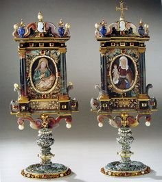 Reliquaries for a piece of the cloth of Virgin Mary (left) and of Saint Anne, her mother, made in multicoloured stones by Ottavio Miseroni after 1618 on order for the very pious Empress Anna, wife of Emperor Matthias I, brother and successor of Rudolf II. The pieces have a height to 30cm and are made with chalcedony, agate, jasper, carnelian, rock crystal, lapis lazuli, and decorated with diamonds, rubies, pearls, gold and enamelled gilded silver. Now in the KHM in Vienna