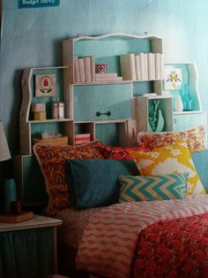 DIY home decor - shelves made from drawers! Nice two DIY tutorials and 32 ideas for how to decorate your home with old drawers from old furniture, which you hight wanted to get rid of Decor, Headboard, Diy Home Decor, Home Diy, Diy Furniture, Home Decor Shelves, Rental Furniture, Shelving, Home Decor