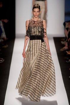 Carolina Herrera at New York Fashion Week Spring 2014 - Runway Photos Ny Fashion Week, High Fashion, Fashion Show, Fashion Design, Fashion Black, Fashion Weeks, Fashion Spring, Fashion Fashion, Vintage Fashion