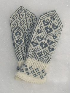 Ravelry: Kristin's Lyre Flower Mittens/Kristins Løytnantshjerter Votter pattern by Wenche Roald - Want in PINK! Love the cuff Knitted Mittens Pattern, Crochet Mittens, Knitted Gloves, Knit Crochet, Knitting Charts, Knitting Socks, Hand Knitting, Knitting Patterns, Wrist Warmers