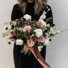 This bouquet by @echofloral is a perfect match with our hand dyed silk ribbon in ROSE GOLD + COPPER | #tonoandco #handdyedsilk #silkribbon #dsfloral