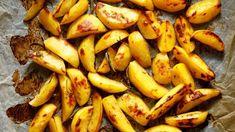 Lohkoperunat uunissa – näin teet niistä täydellisiä - Kotiliesi.fi Food And Drink, Banana, Teet, Bananas, Fanny Pack
