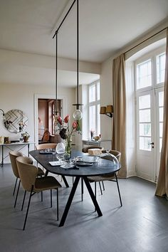 Dining room in traditional apartment Gravity Home, Asian Decor, Transitional Decor, Scandinavian Home, Simple House, Contemporary Decor, Minimalist Home, Home Interior Design, Decoration
