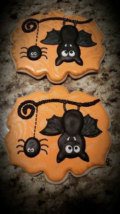 Bat cookies by Stella's Sugar Shack; spider Bat cookies by Stella's Sugar Shack; Halloween Snacks, Dessert Halloween, Halloween Goodies, Halloween Spider, Samhain Halloween, Halloween Costumes, Fall Cookies, Iced Cookies, Cute Cookies