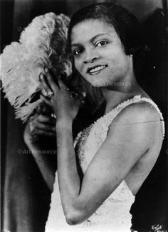 Singer and dancer Florence Mills was the 'Queen of Happiness' Native American History, African American Women, African American History, British History, Florence Mills, 1920s Flapper, Flappers 1920s, Harlem Renaissance, Jazz Age