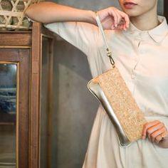 Have a golden Thursday! #Thursday #gold #cork #clutchbag #clutch #nofilter #HCMC @lofficielvietnam
