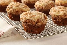 Take a bite of these delicious Pumpkin-Apple Streusel Muffins! Enjoy the combination of your fall favorites and make these pumpkin apple streusel muffins to keep you making more year after year. Kraft Recipes, Dessert Recipes, Brunch Recipes, Easy Desserts, Muffin Recipes, Apple Recipes, Pumpkin Recipes, Cheese Pumpkin, Apples And Cheese
