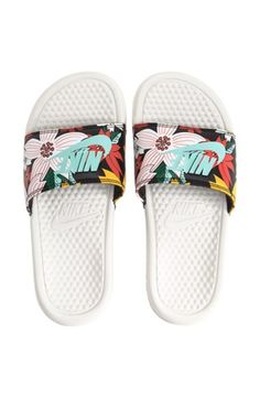 nike soldes de free run femme - womens nike turquoise benassi pool slide sandals | Sandals & Clogs ...