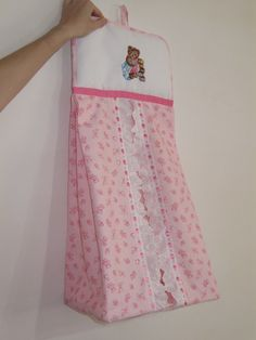 portapannolini Diy Baby Gifts, Baby Crafts, Home Crafts, Diaper Holder, Baby Sheets, Baby Sewing Projects, Girl Dress Patterns, Baby Girl Crochet, Sewing Art