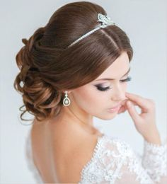 Glamorous wedding hair. Elstile.