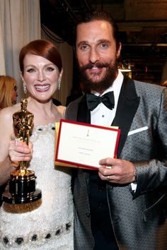 The Academy Awards Ceremony Julianne Moore Best Actress Oscar for ''Still Alice'' 2014 Backstage Presenter Matthew McConaughey with The Envelope grazia. Academy Award Winners, Oscar Winners, Academy Awards, Julianne Moore, Matthew Mcconaughey, Oscars, Backstage, Oscar Academy, Still Alice
