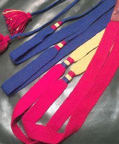 Vuoddaga - braided shoelaces worn by Saami women with the traditional reindeer fur shoes Gällivare, lagda (flätade) skoband Gällivarekolt Handarbete av Eva Simma Bushcraft, Traditional Outfits, Reindeer, Vikings, Belts, Lisa, Weaving, Fur, Personalized Items