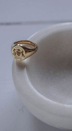 Your family story / Solid Yellow Gold / Bianca Jones Jewellery / Handmade in London / bespoke coat of arms / Read Vintage Engagement Rings, Vintage Rings, Diamond Engagement Rings, Vintage Men, Solitaire Engagement, Gentleman, Signet Ring, Coat Of Arms, Ring Designs