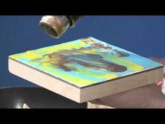 ▶ How to Puddle Colors When Painting with Encaustics - YouTube Goed en duidelijk voorbeeld van het gebruik van een heatgun.