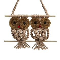 This rainbow macrame owl looks fantastic. They can be used as pendants and as decorations in the house. Follow the video to check out how to make them.