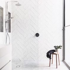 Bathroom dreams are made of these, who am I to disagree 🖤⠀ ⠀ Credit to: @melissa_lunardon ⠀ 📷 @katehansonphotography⠀ .⠀ .⠀ .⠀ .⠀ .⠀ .⠀ .⠀ .⠀ .⠀ .⠀ #bathroominspo #bathroom #design #interiordesign #bathroomgoals #beautifulspaces #interiorstyling #bathroomstyle #whiteonwhite #whatdreamsaremadeof #iwantthis #needthis #keepdreaming #designgoals