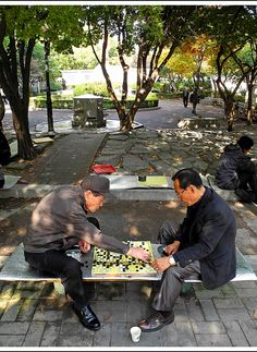 On exiting the Jogmyo shrine you'll find yourself in Jogmyo Park, one of the most atmospheric areas in Seoul.  It is full of old men selling calligraphy, drinking soju and playing 'baduk', a Korean boardgame simular to Go.  We liked to sit, watching the players and listen to the wooden clacks of the thousand (!) game pieces.