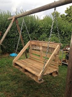Dreamy Pallet Ideas to Reuse Used Wood Pallets: Are you search of some dreamy ideas of reusing the wood pallet concepts into something that is really inspiring and impressive? Wooden Pallet Projects, Small Wood Projects, Pallet Crafts, Pallet Ideas, Diy Crafts, Diy Garden Furniture, Diy Outdoor Furniture, Pallet Furniture, Outdoor Decor