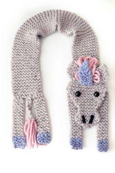 Unicorn Scarf Knitting Pattern - Fast to knit and easy, too! Beginners Knitting Kit, Easy Knitting Projects, Knitting Kits, Knitting Patterns, Diy Headband, Knitted Headband, Maquillage Halloween Clown, Unicorn Knitting Pattern, Super Chunky Yarn