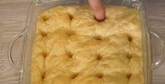 A kelt tésztát tepsibe tette és lyukakat fúrt rá, ez lett az egyik legpuhább süti, amit valaha kóstoltam!
