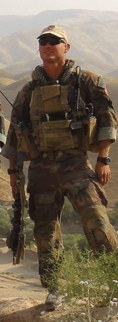 #SEALOfHonor ......... Honoring Marine Gunnery Sgt. Jonathan W. Gifford who selflessly sacrificed his life two years ago today ON (July 29, 2012) in Afghanistan for our great Country. Please help me honor him so that he is not forgotten.