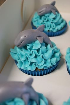 Dolphins Cupcakes--so cute!!!! :)  Too Cute!!! Gotta make them! Dolphins are my weakness!