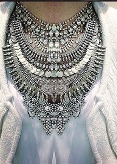 Mynt Box Blog | Jewelry Subscription Box | Fashion Accessories : How to Layer Statement Necklaces?