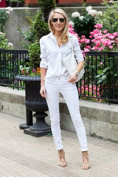 14 Ways You Can Wear Your Favorite White Jeans From Summer in the Fall waysify
