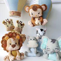 #Repost @entre_mimos_e_bordados (@get_repost) ・・・ Carinho em forma de chaveiro.🌸🌷🌸🌷🌸🌷🌸🌷🌸🌷🌸🌷 . . #entremimosebordados #feltroetricotin… Felt Crafts Kids, Felt Crafts Patterns, Diy Crafts, Baby Door Wreaths, Bible Quiet Book, Jungle Nursery Boy, Felt Mobile, Felt Baby, Craft Box