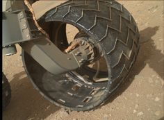 A new image from NASA's Mars Curiosity rover shows a hole in her left front wheel. Holes in the wheels are not a concern for the Curiosity mission. Mobile Robot, Mars Space, Colorful Rangoli Designs, Curiosity Rover, Man On The Moon, Space And Astronomy, Hole In One, Technology Gadgets, Custom Bikes