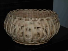Krajková miska www.kosiky-viana.cz Newspaper Basket, Gourd Art, Basket Weaving, Hand Weaving, Storage Baskets, Diy Paper, Gourds, Wicker Baskets, Jute
