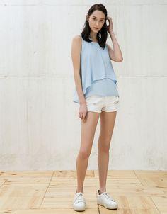 Blusa cruzado delantero. Descubre ésta y muchas otras prendas en Bershka con nuevos productos cada semana