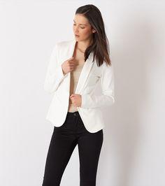 Privilégier les veston ajustés qui descendent aux hanches pour créer l'illusion d'une taille. Mode Style, Product Description, Silhouette, Coat, Winter, Casual, Jackets, Shopping, Fashion