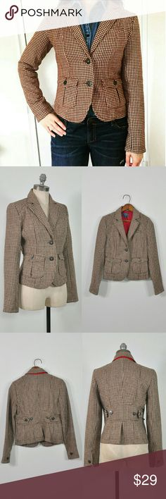 """Houndstooth Blazer   Houndstooth Jacket   Preppy Brown + white houndstooth jacket/blazer w/full darts, 2 patch button closure front pockets, standard lapel, 2 front button closure, 1 button cuffs, adjustable back waist, back vent, 1 interior hidden slip pocket, fully lined. wool/polyester.  -MEASUREMENTS- Fits Like: small Tag Size: SP Length: 22"""" Shoulders: 14.5"""" Sleeve Length: 24.25"""" Chest: 34"""" Waist: 30"""" Hem: 36"""" Back Vent: 5"""" # Buttons: 2  BRAND: American Eagle Outfitters CONDITION…"""