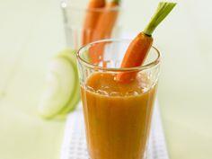 Apfel-Möhren-Smoothie - Kalorien: 140 Kcal - Zeit: 15 Min. | eatsmarter.de