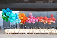 Espectacular esta decoracion con globos!!