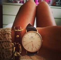 Daniel wellington must be one fashionable catch Elegant Watches, Stylish Watches, Cool Watches, Daniel Wellington Watch Women, Latest Watches, Girls Best Friend, Fashion Watches, My Style, Tic Tac