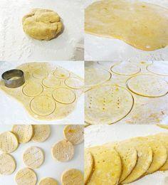 Cocinando sopaipillas, típicas chilenas. Ideas para un almuerzo a la chilena.