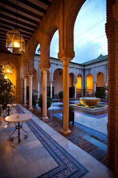 Carmona: patio interior del Parador.
