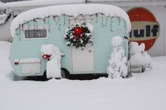 Camper in snow. This is so adorable, I love those little vintage campers