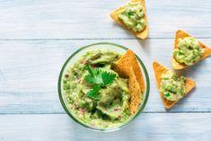 Recette guacamole facile | Supertoinette Tortilla Chips, Gucomole Recipe, Pesto Recipe, Yogurt Recipes, Healthy Recipes, Healthy Fats, Carrots N Cake, A Food, Food And Drink
