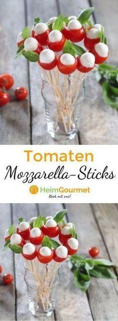 Dieser Blumenstrauß aus Tomaten, Mozzarella und Basilikum macht sich super auf dem Partybüffet.