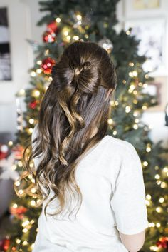 Cute Christmas hairstyles. Bow hair for Christmas pictures.