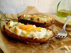 Che ne dite di preparare le patate dolci al forno con l'uovo? Le patate dolci o batate, conosciute anche come patate americane sono delle radici tuberose ricche di vitamine e minerali.