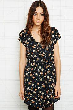 Pins & Needles - Sabrina - Robe fleurie chez Urban Outfitters