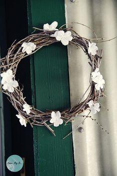DIY Simple Spring Wreath.. Bathroom door. Maybe purple flowers..