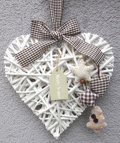 Weißes Weidenherz Merry X-mas mit Sfoffherz, Sternen und Tannenbäumchen!