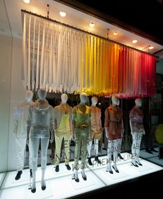UNIQLO windows 2014 Spring, London I love the rainbow ribbon effect. Design Light, Design Café, Design Blog, Store Design, Visual Merchandising, Retail Windows, Store Windows, Shop Interior Design, Retail Design
