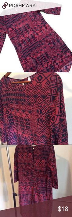 Size Large Patterned Shift Dress Cute Teenplo Shift Dress. Navy blue and dark dusty rose pink. Size large. 34 inches in the front. 39 on the back. Bust 20. Material 100% polyester Teenplo Dresses